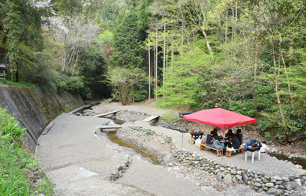 2.BBQ (river area)